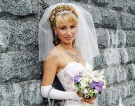 Цікаві весільні зачіски на середній волосся з чубчиком фото