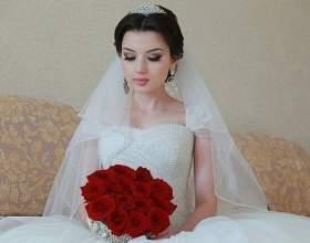 Королівські весільні зачіски з діадемою і фатою фото