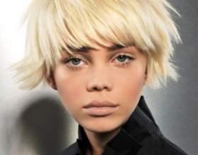 Короткі зачіски з чубчиком фото