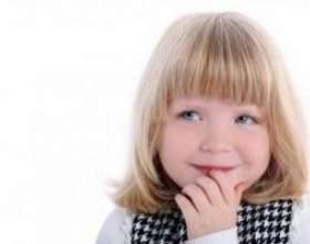 Варіанти дитячих зачісок на коротке волосся фото